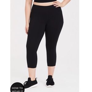 Torrid Black Wicking Active Capri Legging Pockets